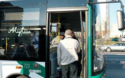 Alytaus viešojo transporto vairuotojams dalijamos valymo ir dezinfekavimo priemonės