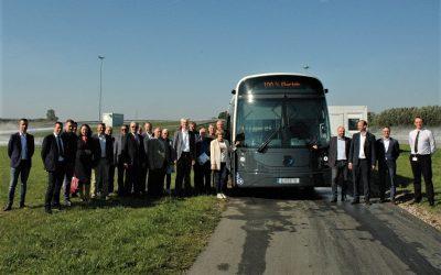 """Keleivių vežėjai lankėsi """"Dancer"""" gamykloje, išbandė autobusą ekstremalaus vairavimo trasoje"""